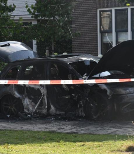 Auto verwoest door brand in Enschede