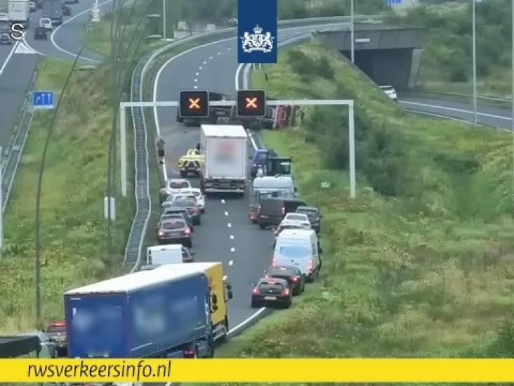 N2 bij Eindhoven dicht door ongeval met vrachtwagen