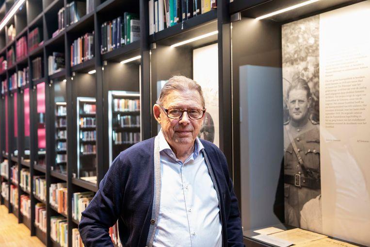 Voorzitter Frans Maurissen van heemkring Bilisium, die 50 jaar bestaat, bij de laatste van drie tentoonstellingen over de eerste wereldoorlog.