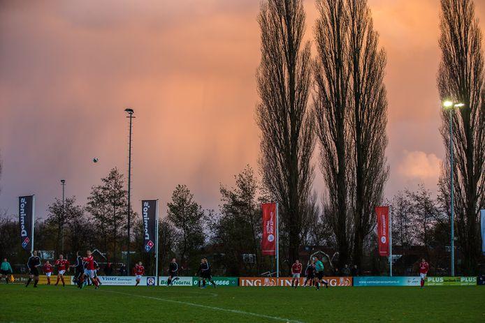 Veldverlichting op de Gorcumse sportparken, waaronder Sportpark Dalem, wordt energiezuinig.