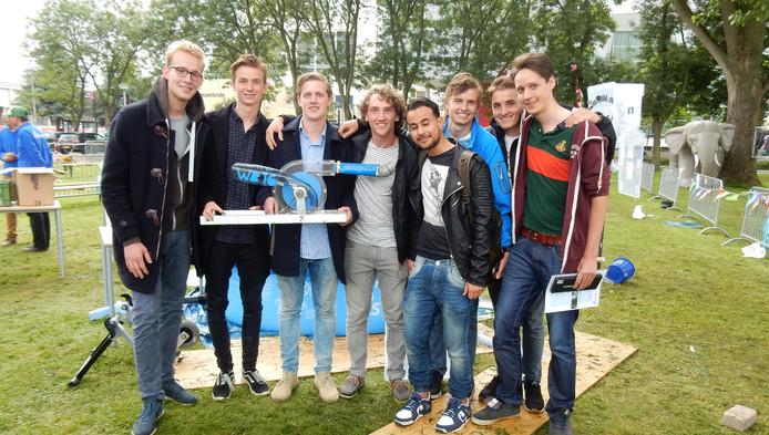 Het team studenten werktuigbouwkunde dat de pompwedstrijd won.