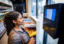 AH investeert onder meer in een volledig digitale winkel, de (scan)kassa ontbreekt.