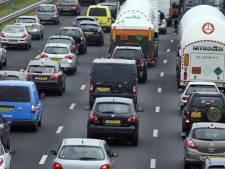 Enorme verkeersdrukte op A58 en A59 door lang Pinksterweekend