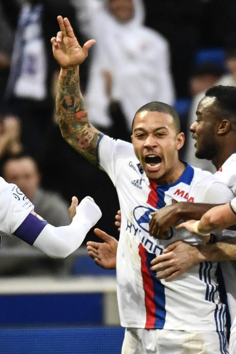 VIDEO: Memphis helpt Lyon met twee goals aan ruime zege