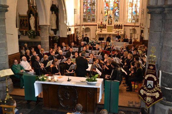 De Harmonie van Eksaarde speelt zaterdag haar lenteconcert in de Kollerfeestzaal van het Daknamstadion.