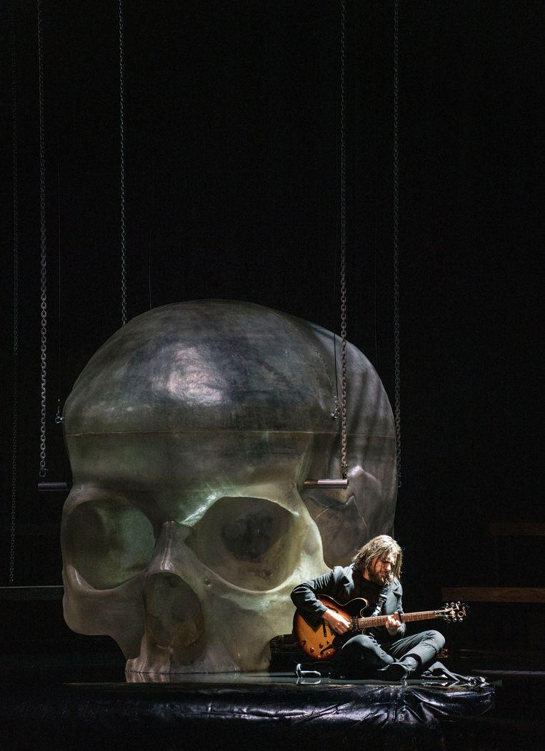 Santiago Burgi (Roderick) in Opera Melancholica. Beeld Marco Borggreve
