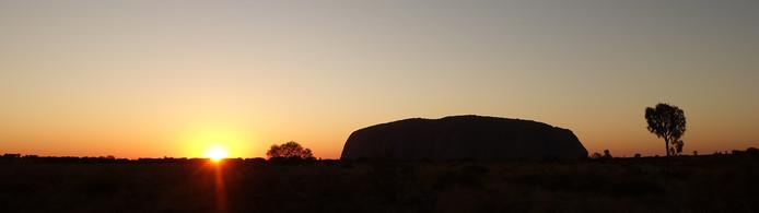 Uluru bij zonsopgang.