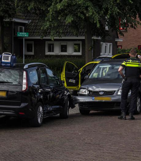 Twee auto's beschadigd door aanrijding in Dieren