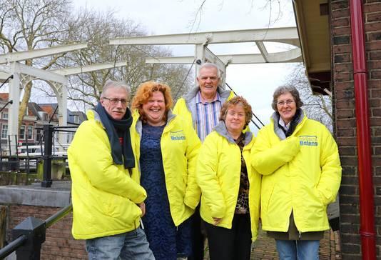 Frank Verdam, geheel links op de foto, stapt vlak voor de gemeenteraadsverkiezingen uit de partij.