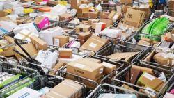 """Pakjesbezorgers krijgen bestellingen amper verwerkt: """"Piek van eindejaarsdagen is er nu élke dag. En meer"""""""