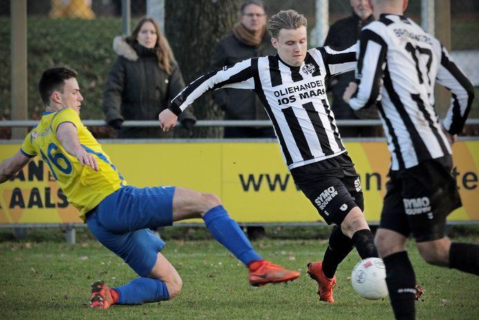 Willem den Dekker, hier op archiefbeeld in de wedstrijd tegen OSS'20, kroonde zich vanmiddag tot matchwinner.