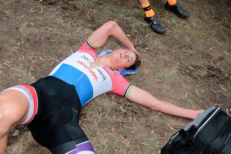 Mathieu van der Poel uitgeteld na de Koppenbergcross.