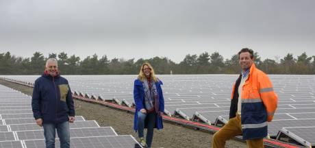 De 15.000 zonnepanelen op de oude vuilstort van Eerbeek zijn bijna klaar voor gebruik
