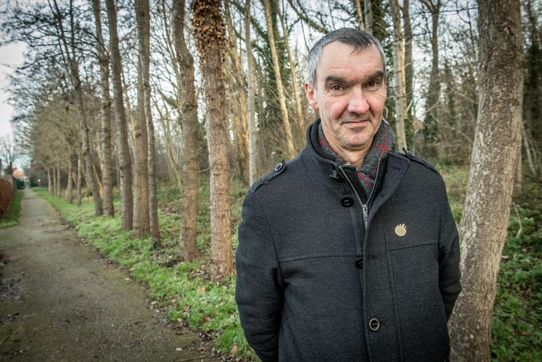 Luc Derudder aan het wandelpad dat tussen de Volderswijk en het bos in kwestie ligt.