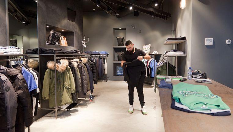 Anass Temssamani: 'Een kopje koffie aanbieden tijdens het winkelen heeft echt toegevoegde waarde.' Beeld Roï Shiratski