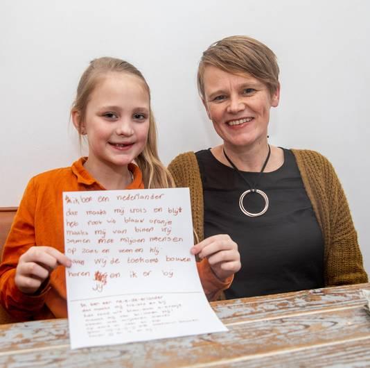 Anne Harsevoort (9) heeft samen met moeder Karin een nieuwe tekst voor het Wilhelmus bedacht. Het idee van de 81-jarige Harm Leffers uit Dedemsvaart om volkslied te vernieuwen zette het Zwolse meisje aan het denken.