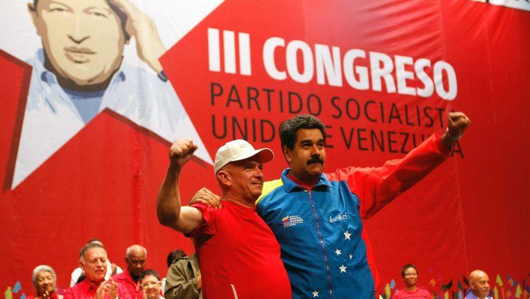 De Venezolaanse president Nicolas Maduro en de diplomaat Hugo Carvajal (l) bij terugkomst in Venezuela Beeld ANP