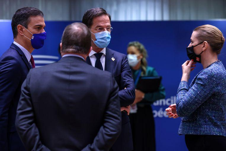 Premier Rutte met zijn Spaanse en Deense collega's vrijdag in Brussel. Beeld EPA