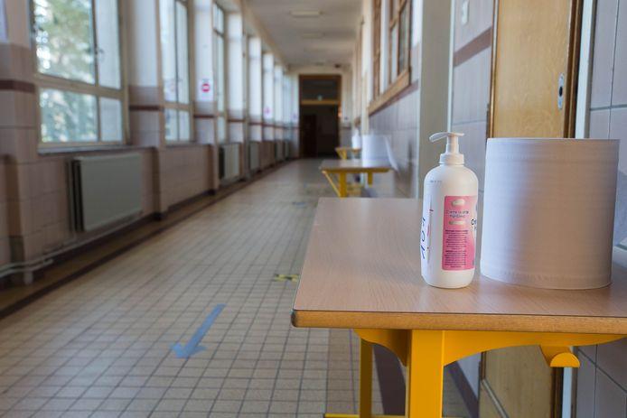 Jusqu'à présent, il a toujours été considéré que les écoles primaires n'étaient pas un moteur de l'épidémie, une hypothèse que l'étude devra donc confirmer ou infirmer. Les résultats sont attendus d'ici la fin de l'hiver.