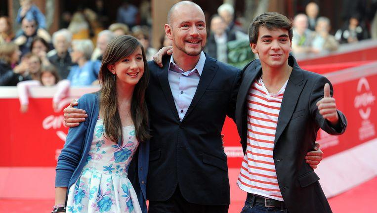 Bavo Defurne met acteurs Mathias Vergels (R) en Nina Marie Kortekaas.