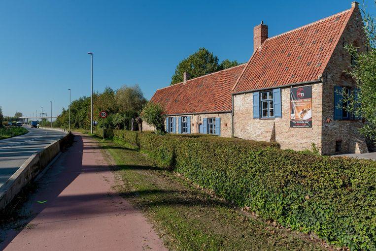 Op deze plaats aan restaurant A11 prijkte vroeger een beschermde meidoornhaag.