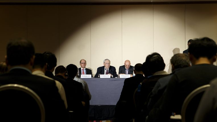 De WADA-commissie die het rapport schreef, vandaag in Genève bij de presentatie van het rapport. Beeld ap