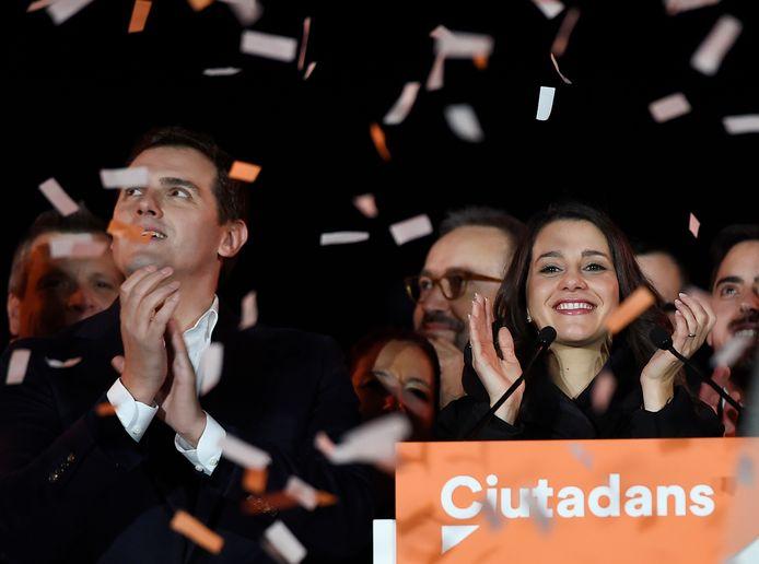 Tevreden gezichten gisterenavond bij Ines Arrimades, kopvrouw van de grootste partij Ciudadanos. Toch is een regering vormen voor haar partij zo goed als onmogelijk.