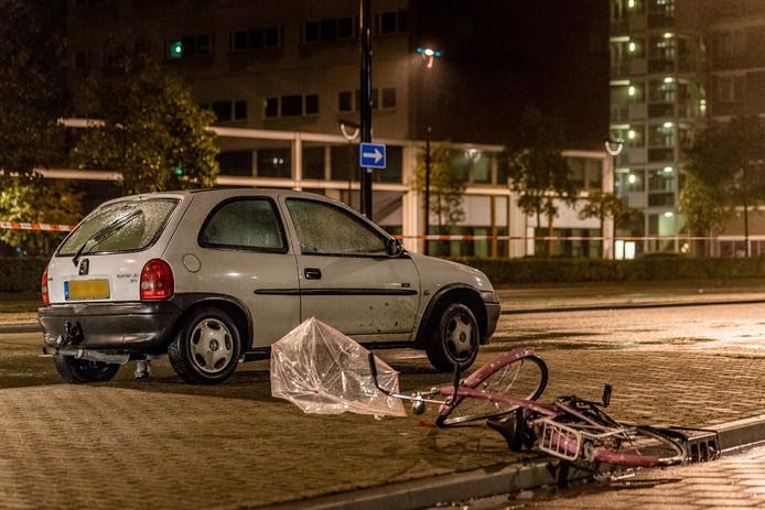 De gewonde fietser is met spoed naar het ziekenhuis gebracht.