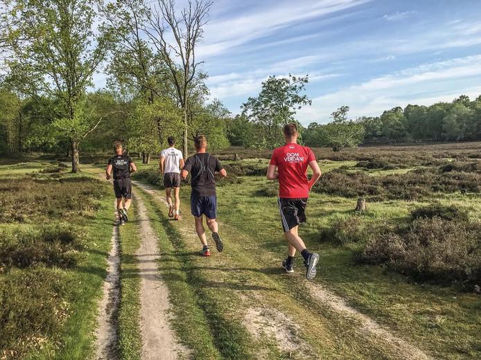 De Dom Verdan Loop leidt hardlopers en wandelaars in de morgenstond door de natuur