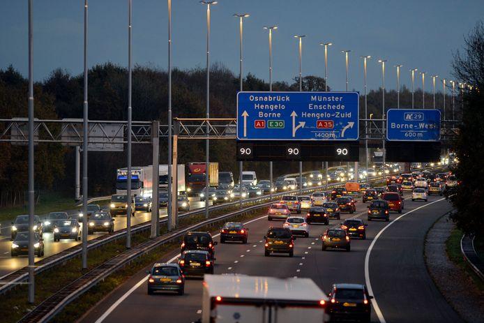 Om een einde te maken aan de toenemende filevorming op de A1 wil de VVD Twente dat er snel werk wordt gemaakt van een verbreding van de A1 tussen Rijssen en Azelo.