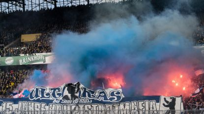 Supporters Hertha Berlijn gaan politie te lijf met afgebroken vlaggenstokken: 45 gewonden