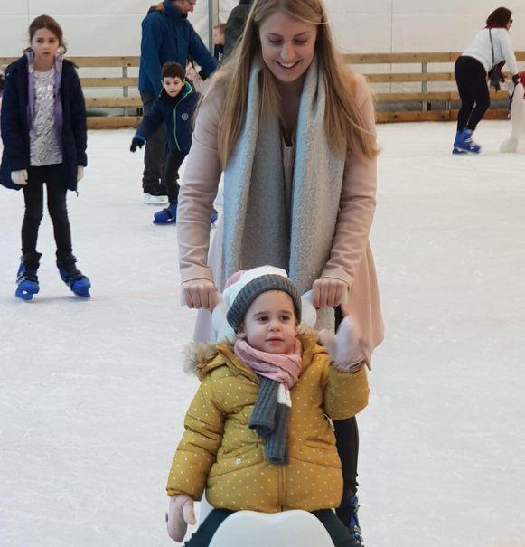 Ella beleefde heel wat plezier op het ijs.