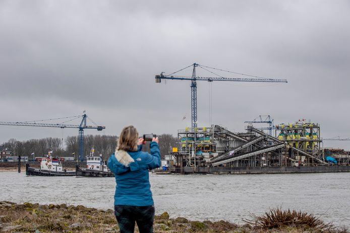 De zandzuiginstallatie van de Dekker Groep bij IJzendoorn.