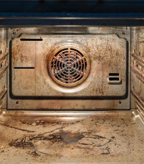 Oven schoonmaken zonder chemische troep? Kacie legt op TikTok uit wat haar oplossing is