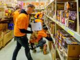 Topdrukte bij vuurwerkverkopers: Joey (18) blaast straks 3000 euro lucht in