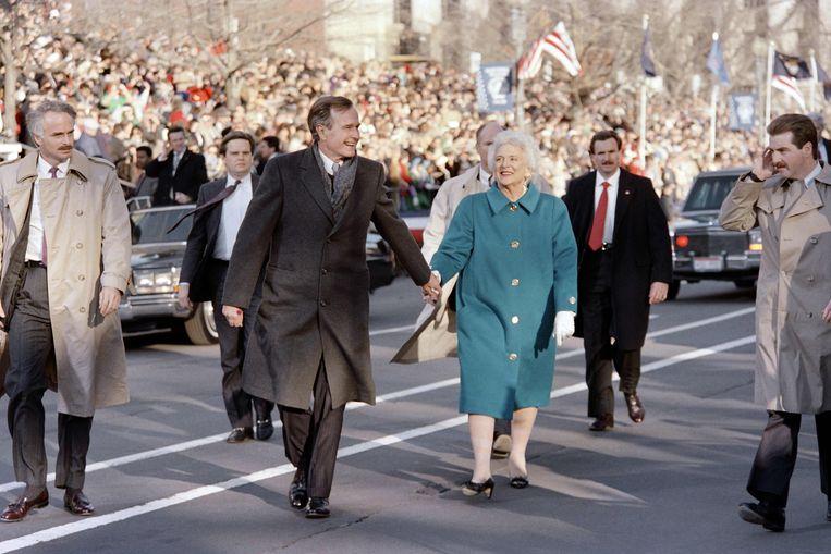 George Bush en First Lady Barbara Bush tijdens  inauguratie parade  1989.