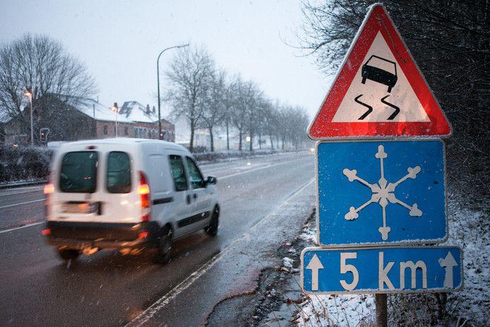 La CAR, composée du centre régional de crise de Wallonie, du centre Perex et de la police fédérale de la route, recommande la prudence à tous les usagers qui doivent emprunter la route.