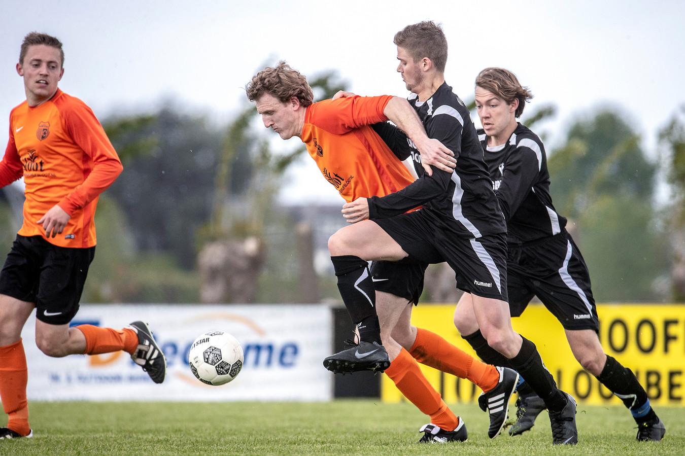 Gelders Eiland had te weinig spelers om te voetballen.