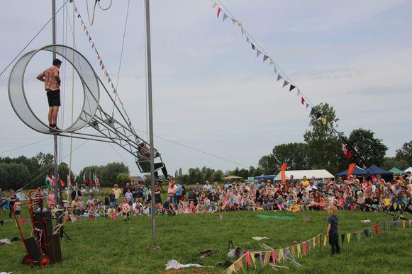 Circus Marcel lokte met hun indrukwekkende acts honderden toeschouwers naar Camping Cultuur in Lede.