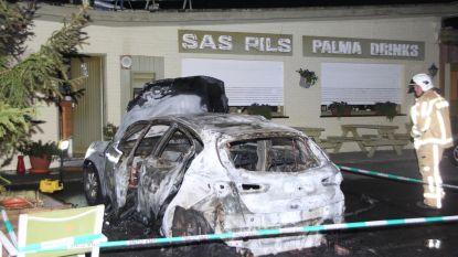 Auto in brand gestoken: eigenaar op intensieve zorgen
