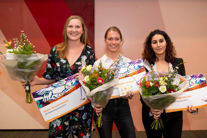 De prijswinnaars van de Wetenschapsdag bij ZGT, van links naar rechts: Niala den Braber, Ellen Kuipers en Athra Malki.