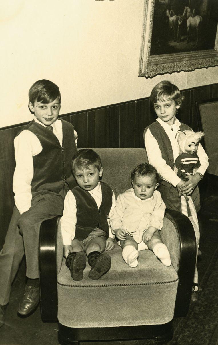 Wim, Gerard, Astrid en Sonja - foto afkomstig uit de privécollectie van de familie Holleeder. Beeld ..