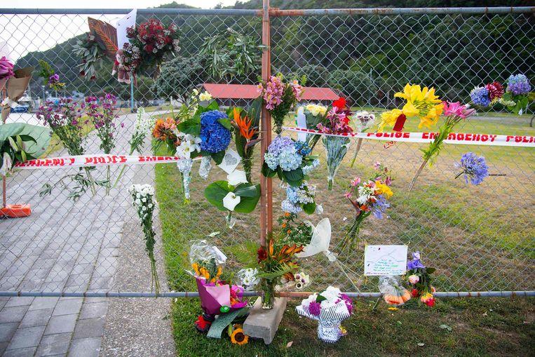 Bloemen voor de slachtoffers.
