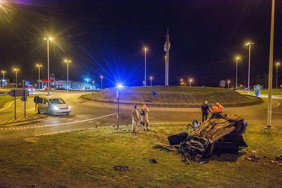 Een auto nam een spectaculaire duikvlucht in Maasmechelen.