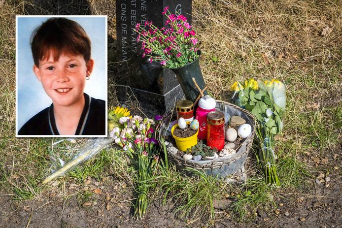 Bloemen bij het monument voor Nicky Verstappen