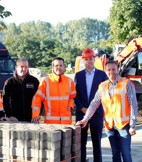 Twente Milieu legt eerste 'groene' klinkers in Hengelo