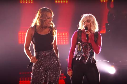 Glennis (links) in duet met BeBe Rexha.
