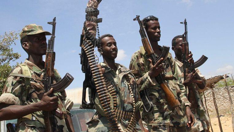 Somalische soldaten tijdens een offensief tegen Alshabab strijders in Suqa Holaha, Somalië. Beeld epa