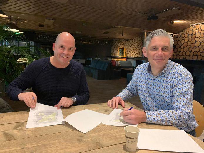 Voetbal Velp VVO Peter Gerritsen (l) en Coen Zwiers (voorzitter)