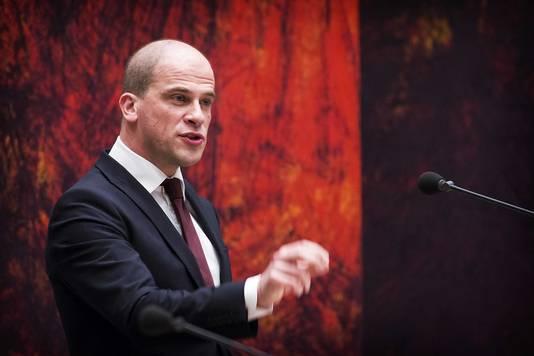 Partijleider Diederik Samsom is niet de man die de PvdA uit het moeras kan trekken, vindt Monasch.
